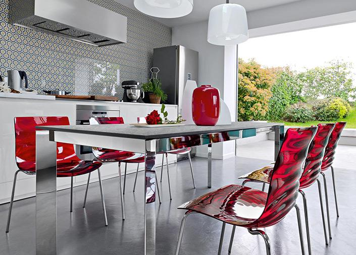 Arredamenti ferrari sedie e tavoli for Ferrari arredamenti battuello